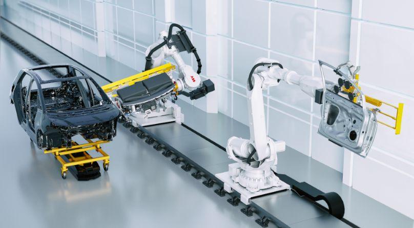 Für die bislang noch wenig automatisierte Fahrzeug-Endmontage hat ABB mit dem Dynamic Assembly Pack ab sofort die passende Lösung. Sie kombiniert Echtzeit-Videokameras am Robotergreifer mit in den Roboterarmen integrierten Kraft-Momenten-Sensoren. Auf diese Weise ist der Roboter in der Lage, der Position der Karosserie präzise folgen.
