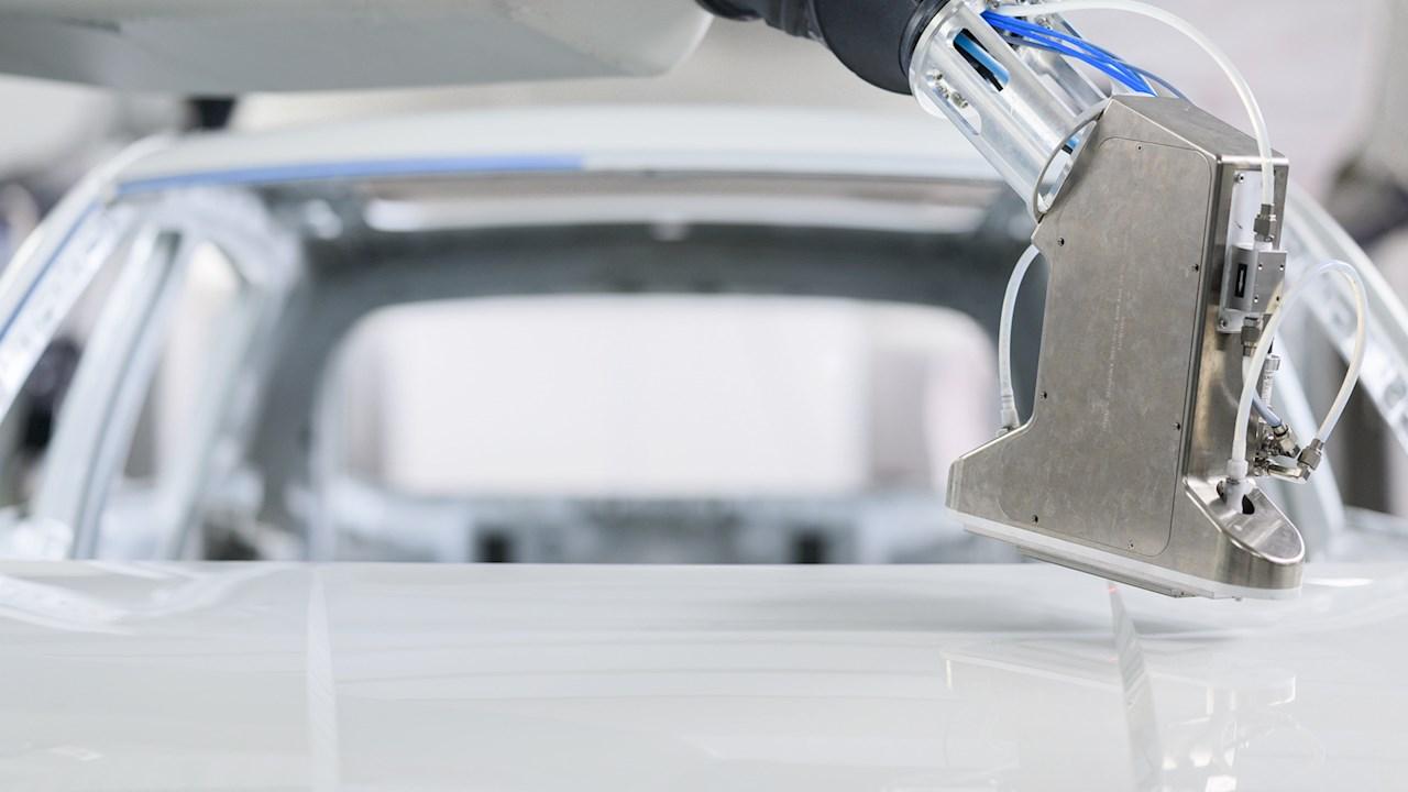 ABB、PixelPaintで自動車塗装におけるカスタマイゼーションの未来を切り拓く