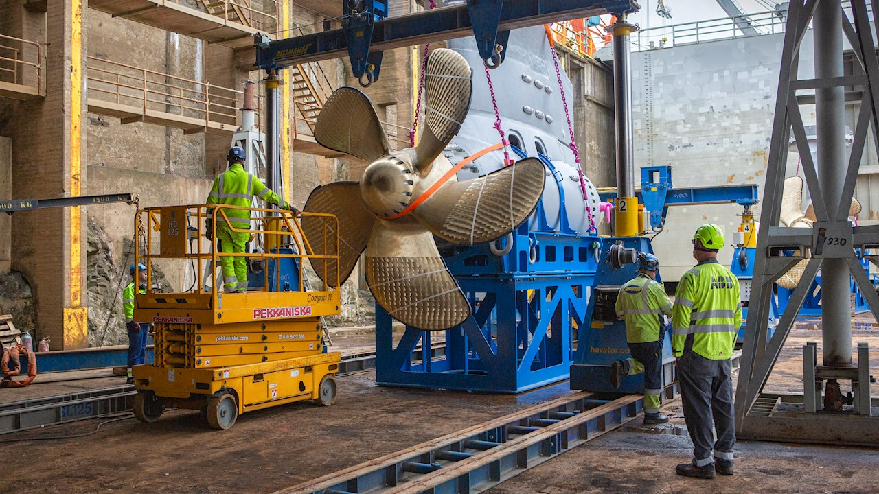 In pictures: Azipod® propulsion installed on Wasaline's new ferry in just one week