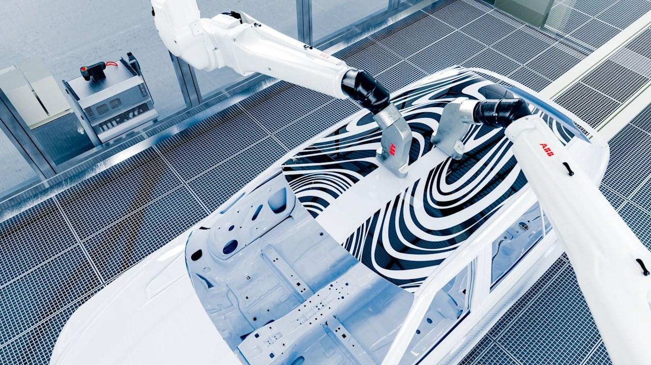La technologie à jet d'encre PixelPaint d'ABB peinture les voitures 50%plus rapidement en éliminant le dépassement de peinture.