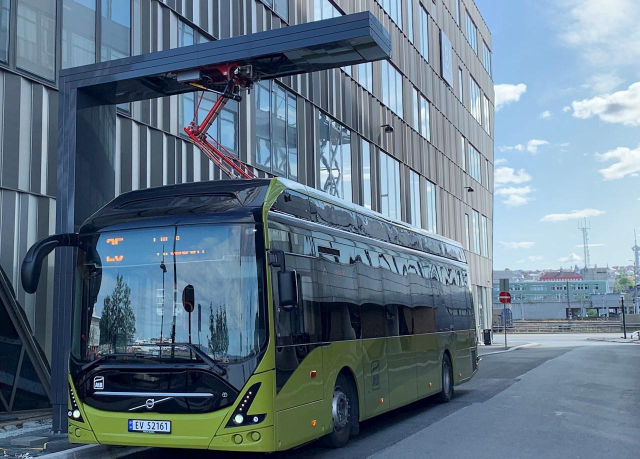Gli autobus elettrici a Bodø, Norvegia, saranno caricati con pantografi ABB da 450 kW, simili a questo caricabatterie ABB a Trondheim, Norvegia.