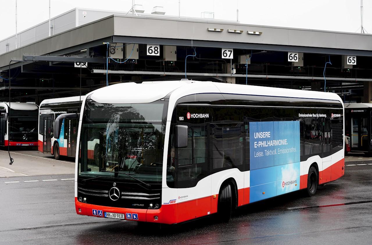 Utilizzando i caricabatterie ABB, 44 autobus della flotta Hamburger possono essere caricati contemporaneamente nel deposito centrale degli autobus.