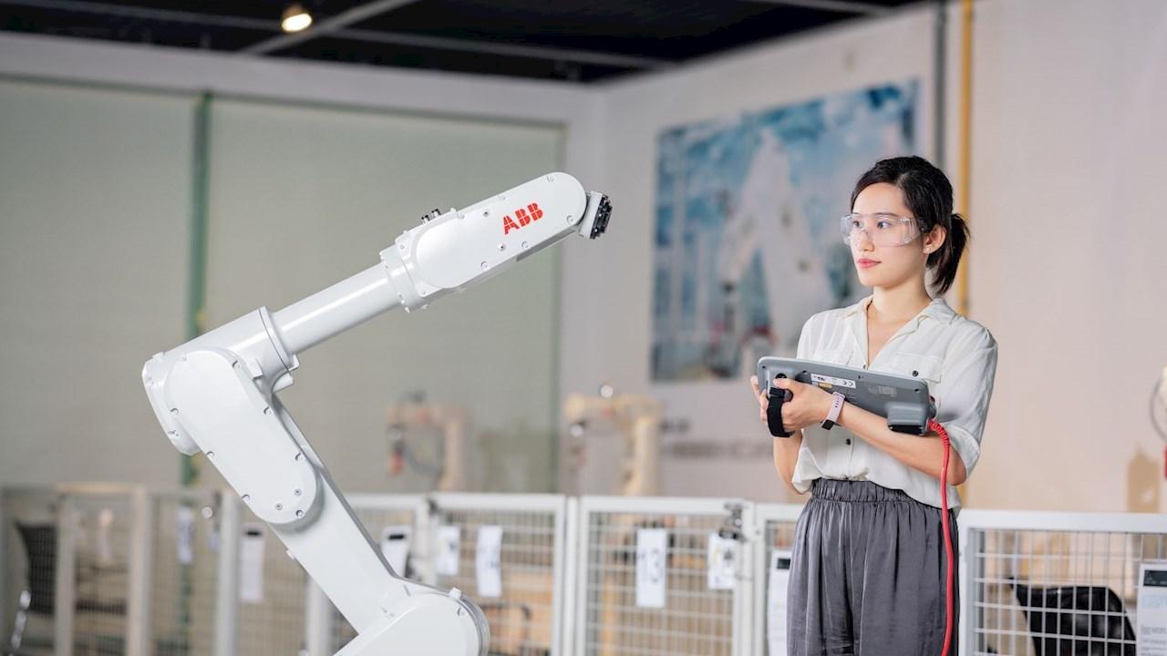ABB dévoile des solutions pour accélérer la fabrication et les soins de santé intelligents lors de la Foire industrielle internationale en Chine