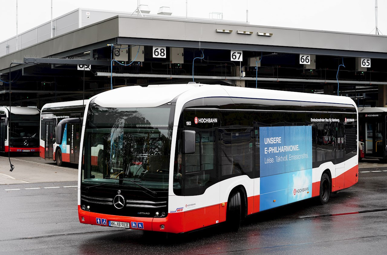 ABB şarj üniteleri ile Hamburg filosundaki 44 otobüs eş zamanlı olarak merkezi otobüs terminali üzerinden şarj edilebiliyor.