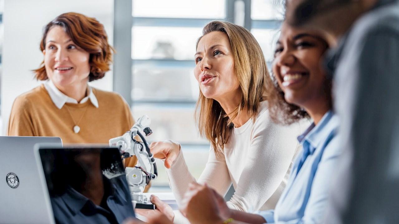 ABB doblará su proporción de mujeres en puestos de dirección