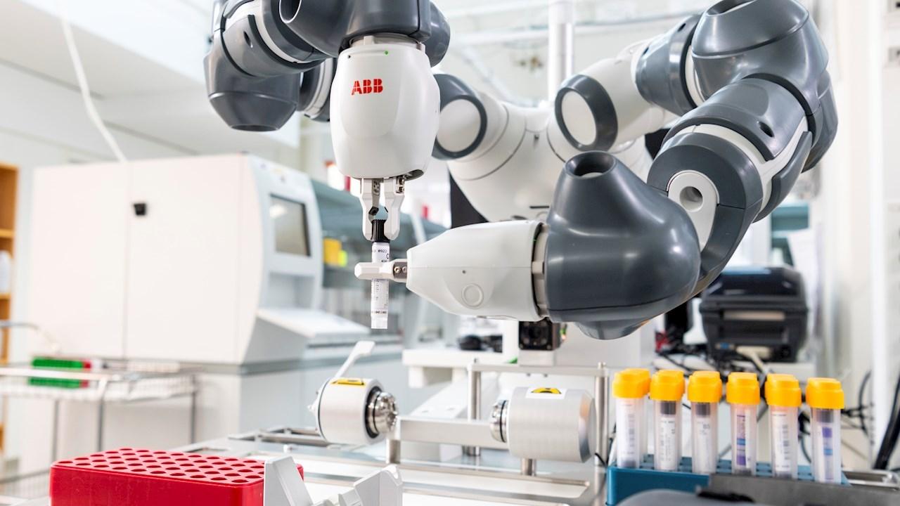 Le robot collaboratif d'ABB supprime les contraintes de l'échantillonnage dans le laboratoire de l'hôpital universitaire Karolinska