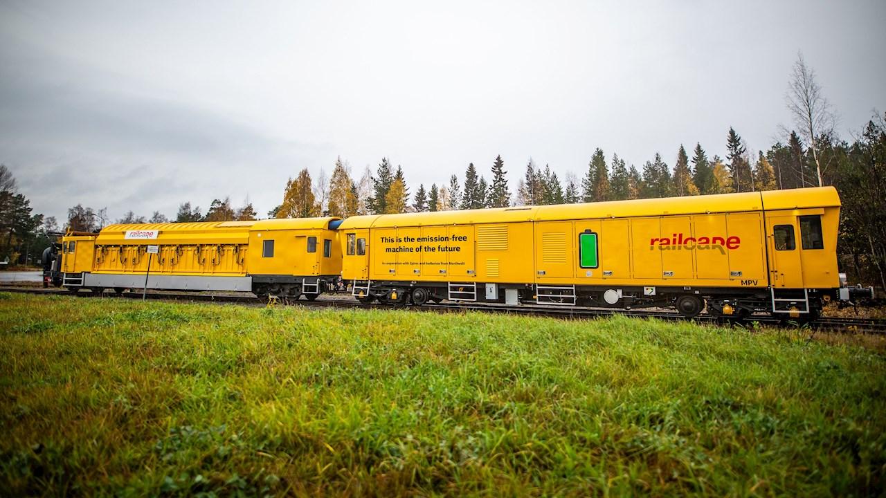 Az ABB magát a fenntarthatóságot állítja pályára a világ első kibocsátásmentes vasúti karbantartó járművén keresztül
