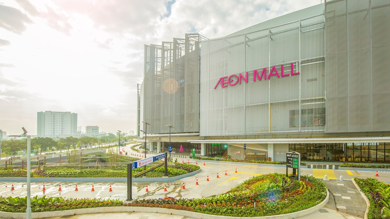 New shopping mall charges-up with ABB EV fast chargers