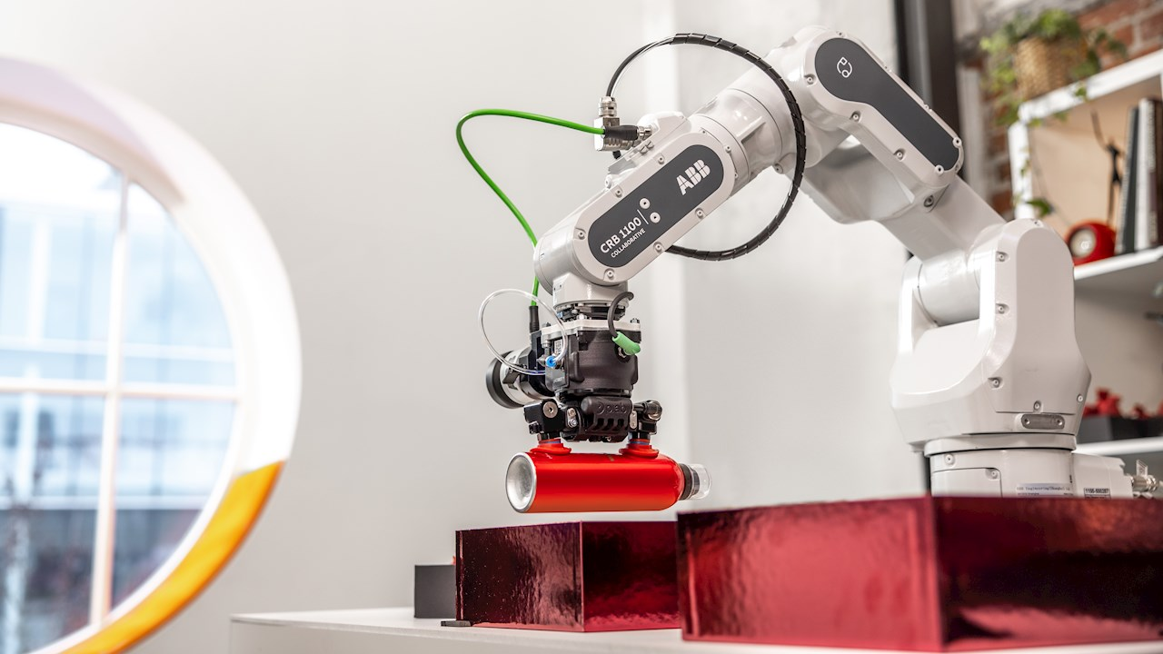 ABB's new SWIFTI™ cobot enables  collaborative working at industrial speeds
