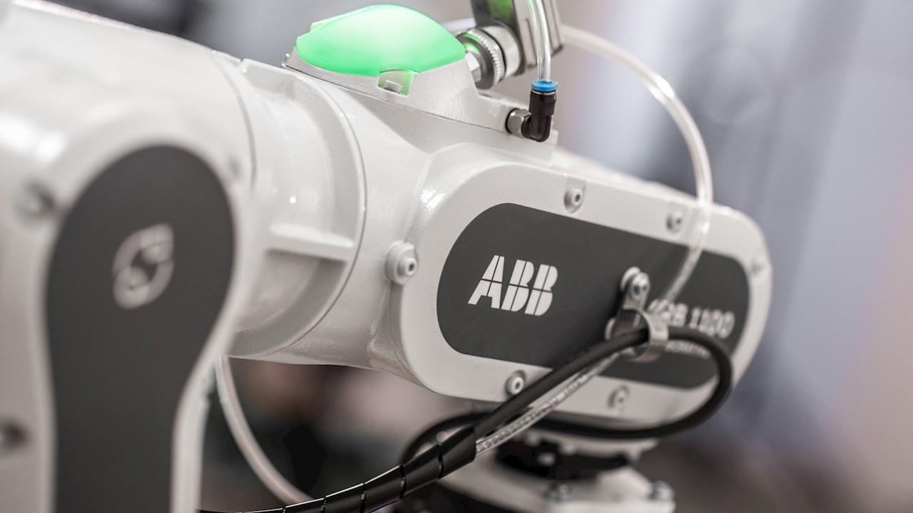 Novo cobot SWIFTI™ da ABB permite trabalho colaborativo em velocidades industriais