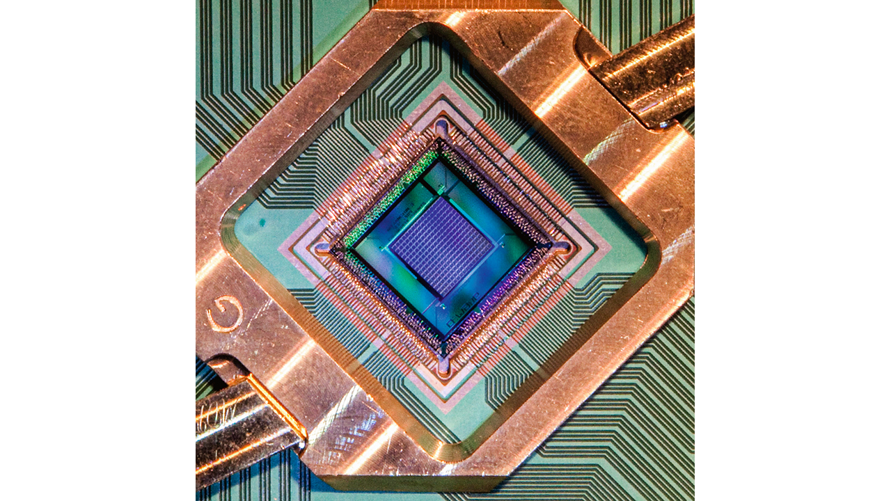01 Quantum computing may hold the key to the autonomy of machines in industry, but are they practicable outside of the laboratory? Shown is a D-Wave 2000Q Chip.