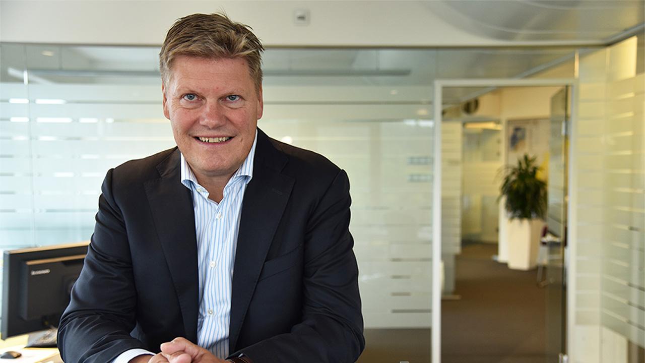 Per Erik Holsten, administrerende direktør i ABB, inngår ODA & MAK «CEO Commitment» for å øke farten på mangfold og inkludering i selskapet.