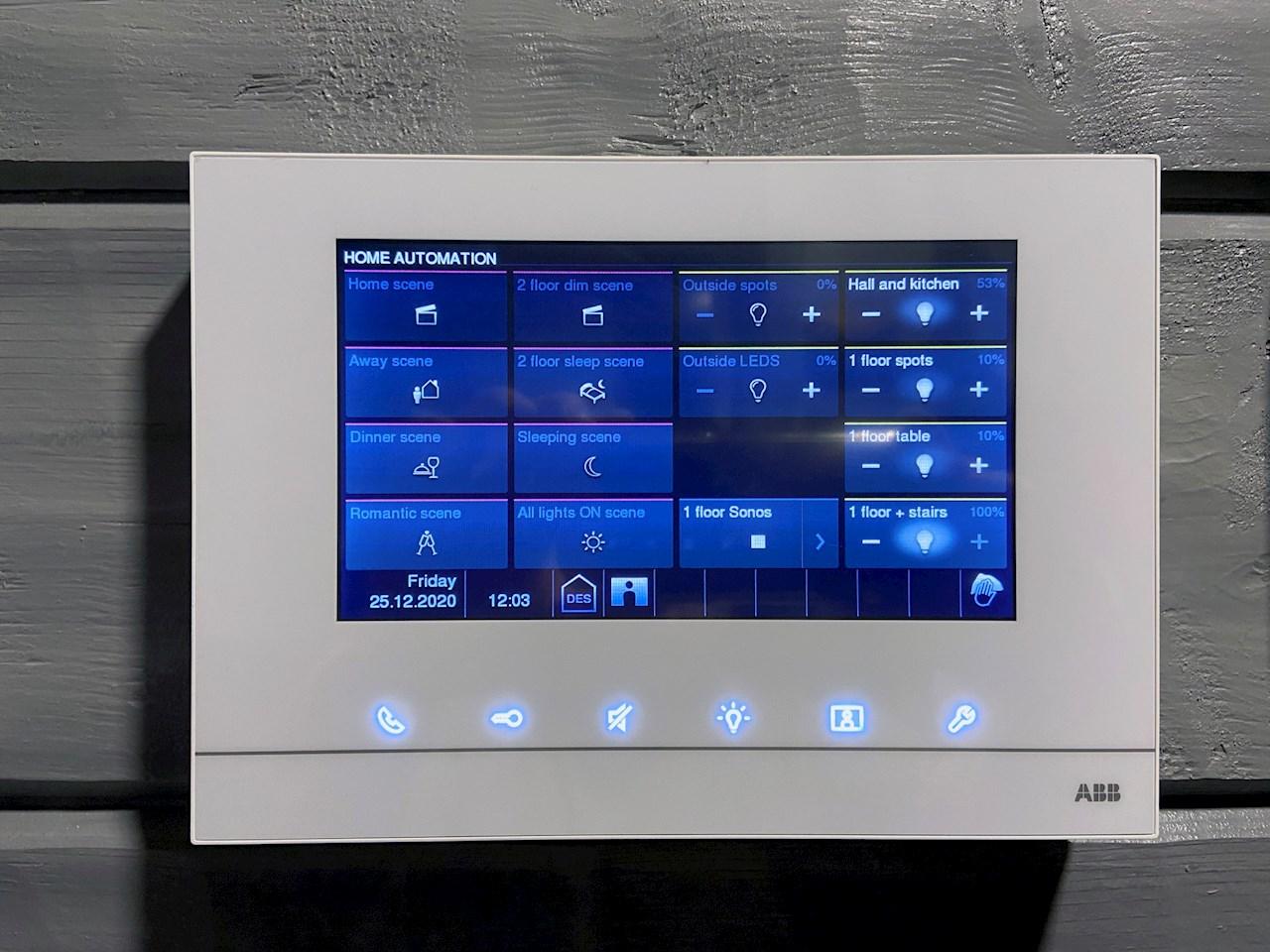 free@home-järjestelmä on yhtä helppokäyttöinen kesällä ja talvella. Kaikki toimii muutamalla napin painalluksella.