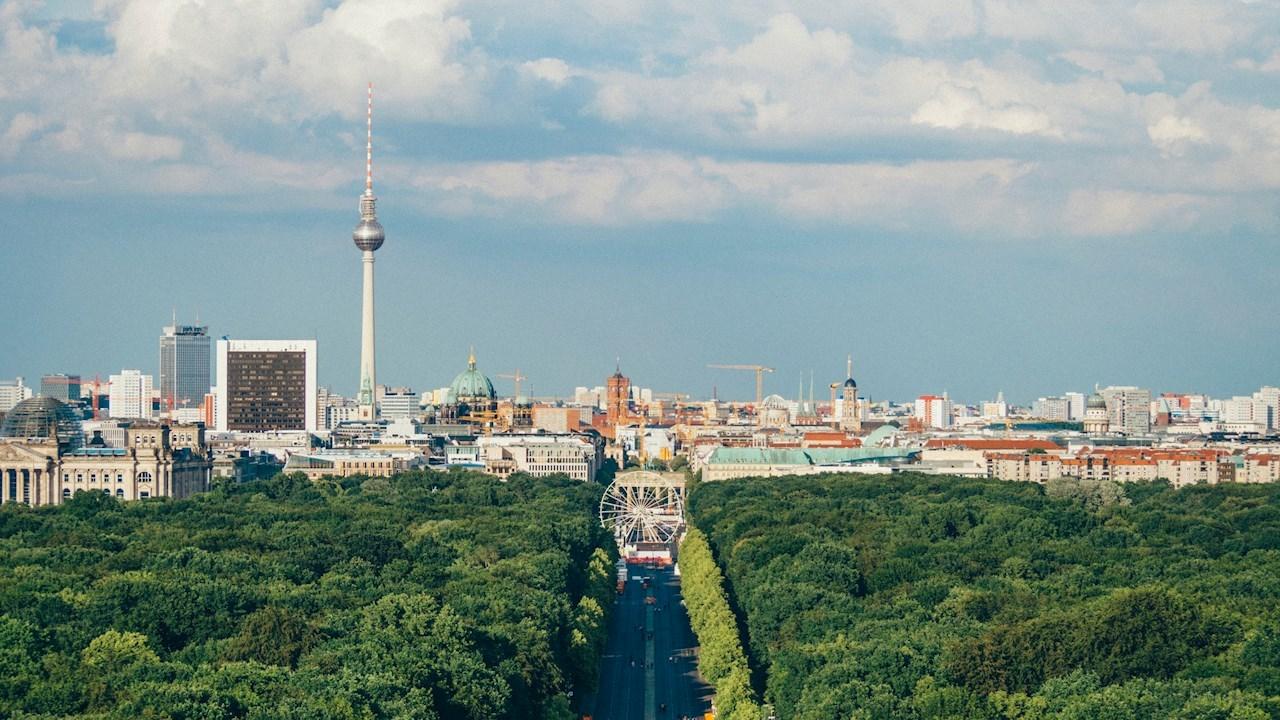 ABB'nin yenilikçi enerji depolama sistemleri ve traksiyon konvertörleri, Almanya'da trenlere güç sağlayacak