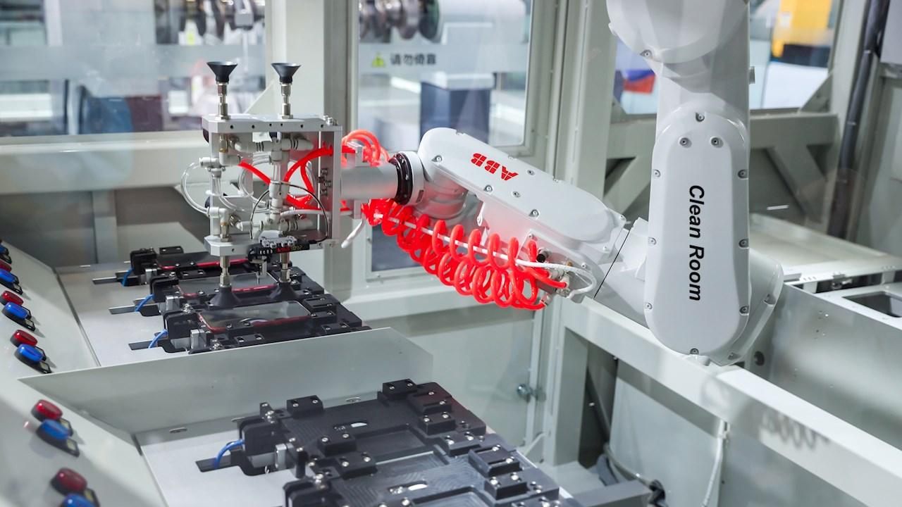 ABB:s robot IRB 1300 förbättrad med nytt skydd för tuffa miljöer och renrumstillämpningar