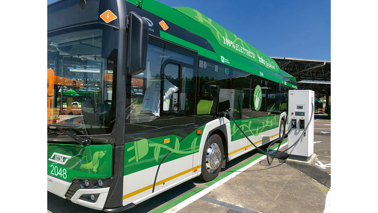 01 Milan's new all-electric buses can charge overnight in 5 hours at ABB charging stations. The city expects to have 1,200 such buses in service by 2030.