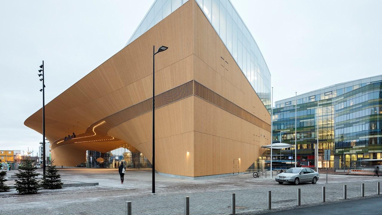 """ABB """"Kőbe zárt zene"""" építészeti sorozat # 11: Helsinki formabontó könyvtára, az Oodi"""