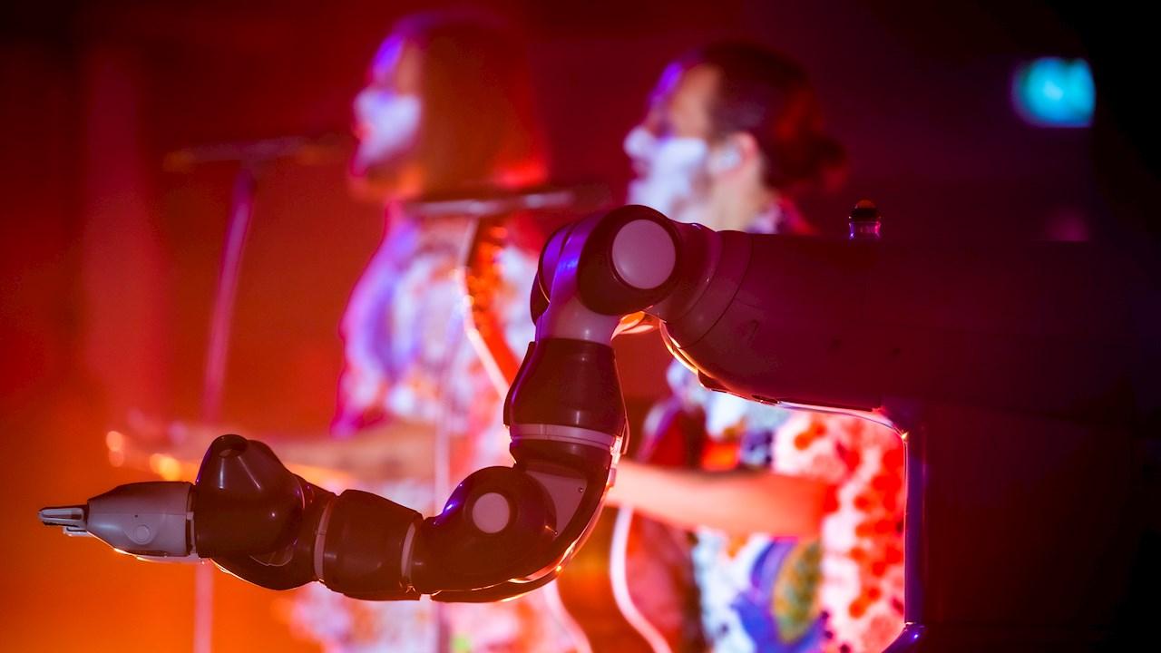 Upplev och testa tekniken i Robotics Experience Center