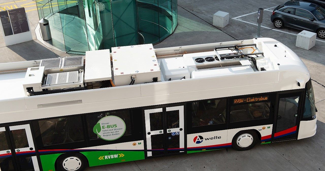 The energy storage system is mounted on the roof, allowing more passenger space.
