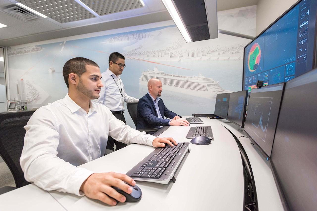 ABB Ability™ 협업운영센터(Collaborative Operations Center)가 선상에서 ABB 기술 성능을 모니터링하고 연구조사선이 미션을 위해 어느 곳에 있든지 ABB 전문가와 원격으로 연결한다.