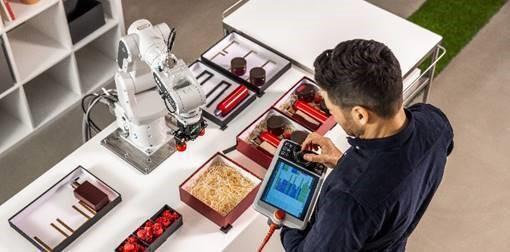 SWIFTI™ CRB 1100 一般的な産業用ロボット水準のパフォーマンスと 革新的な安全性を併せ持つ高速型の協働ロボット