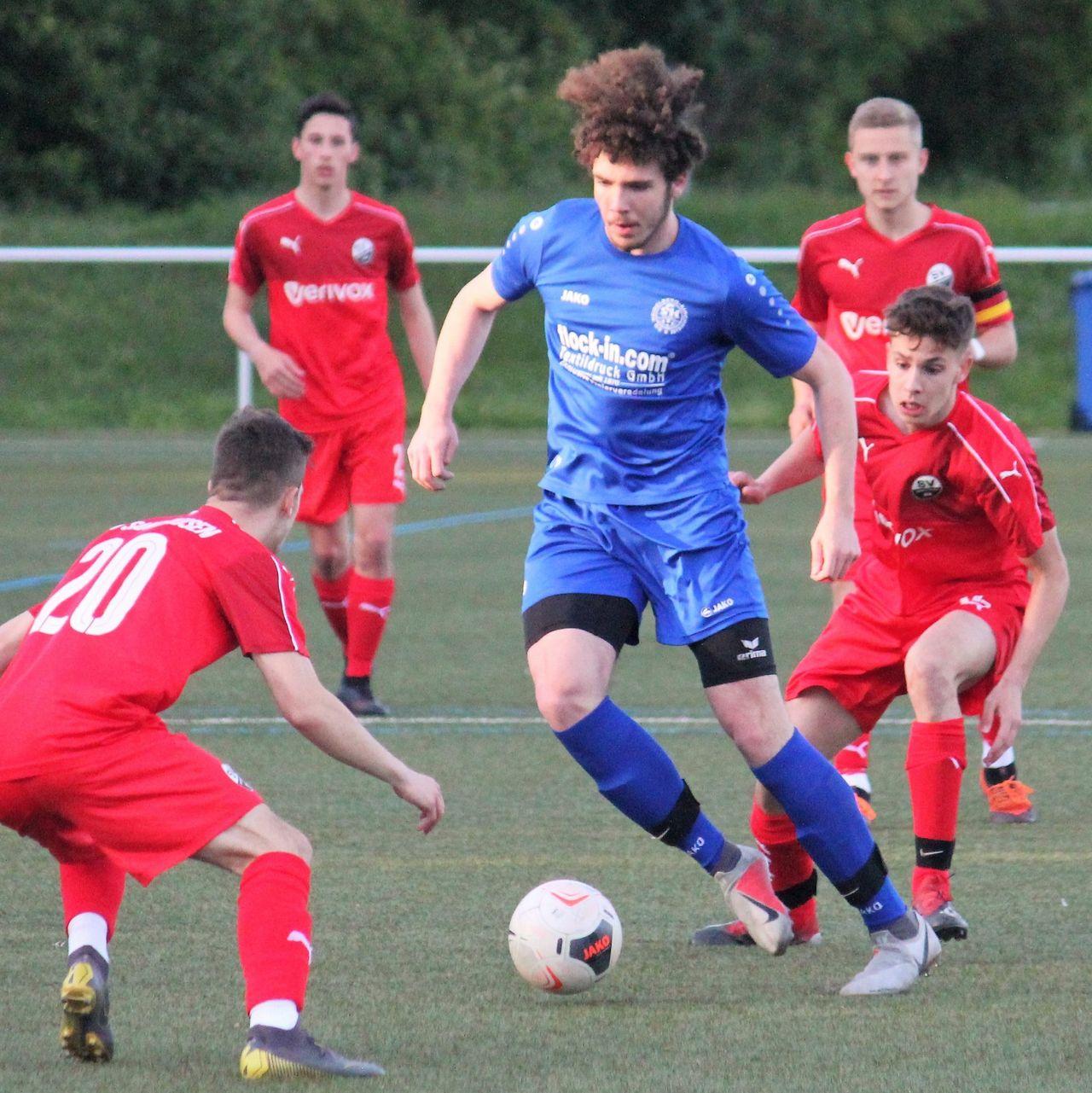 Marius Klein spielte sich bei der Sportgemeinschaft SG Heidelberg-Kirchheim durch alle Jugendteams hoch bis in die 1. Mannschaft. (Bild: Anpfiff ins Leben e.V.)