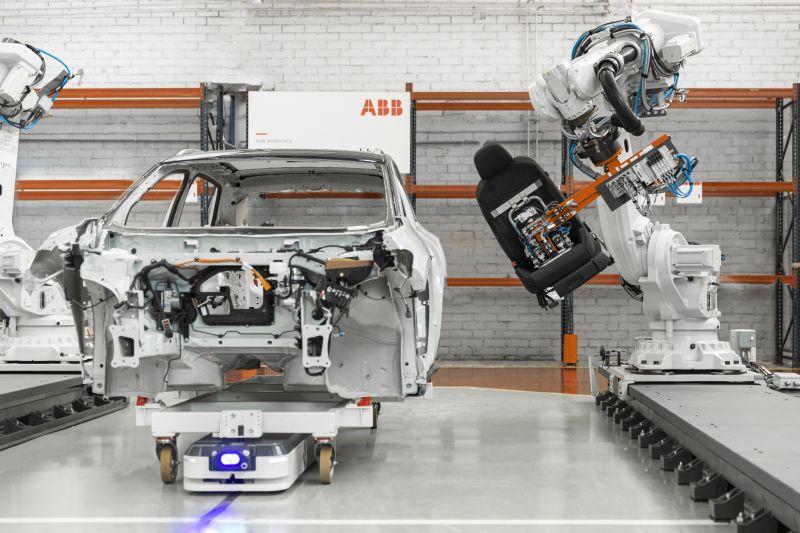 ABB und ASTI verfügen über fundierte Branchenkenntnisse in der Fertigungsindustrie, darunter die Automobilindustrie, die Lebensmittel- und Getränkeindustrie, die Konsumgüterindustrie sowie in neuen Wachstumssegmenten wie Logistik, E-Commerce, Detailhandel und Gesundheitswesen.