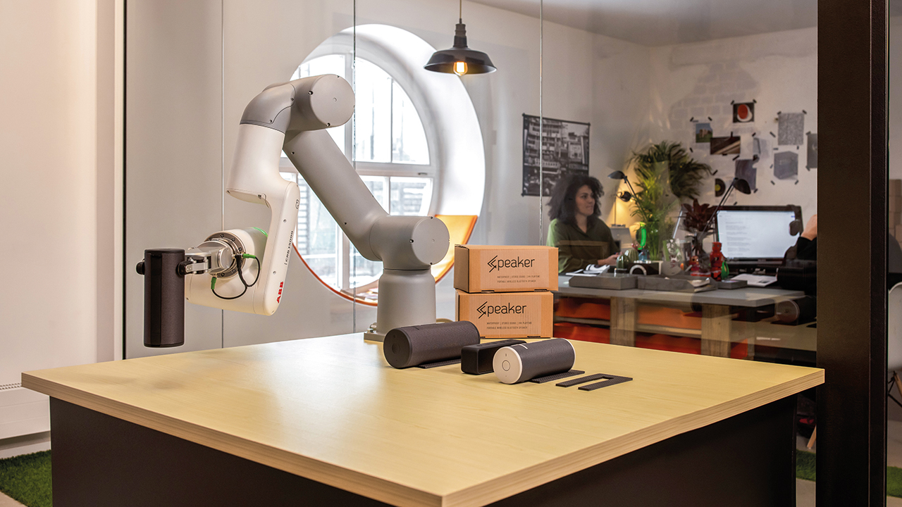 01 Thanks to an emphasis on safety, the newest generation of robots can operate side-by-sidewith office workers.
