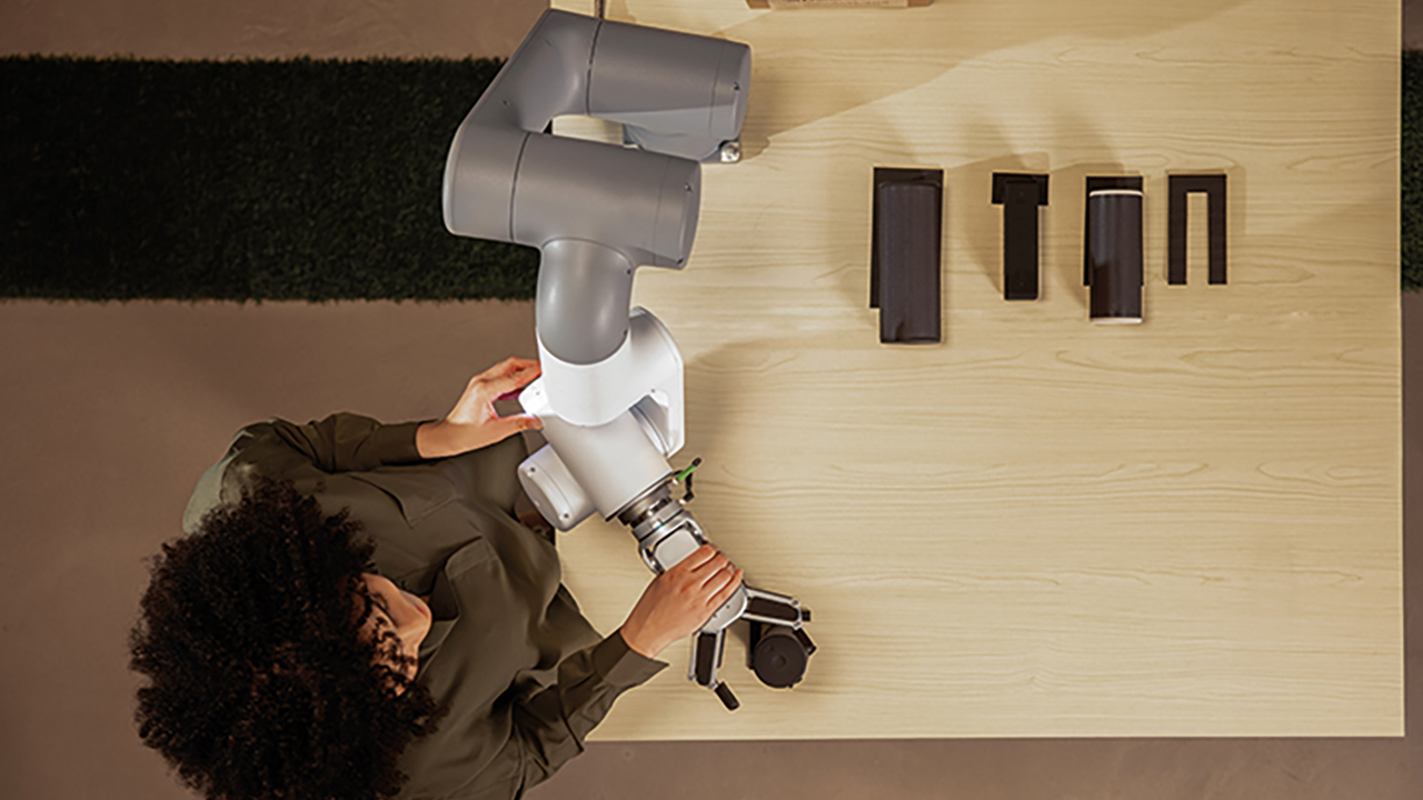 02 Lead-through programming allows users to move a robot arm into various positions to create tailored motions.