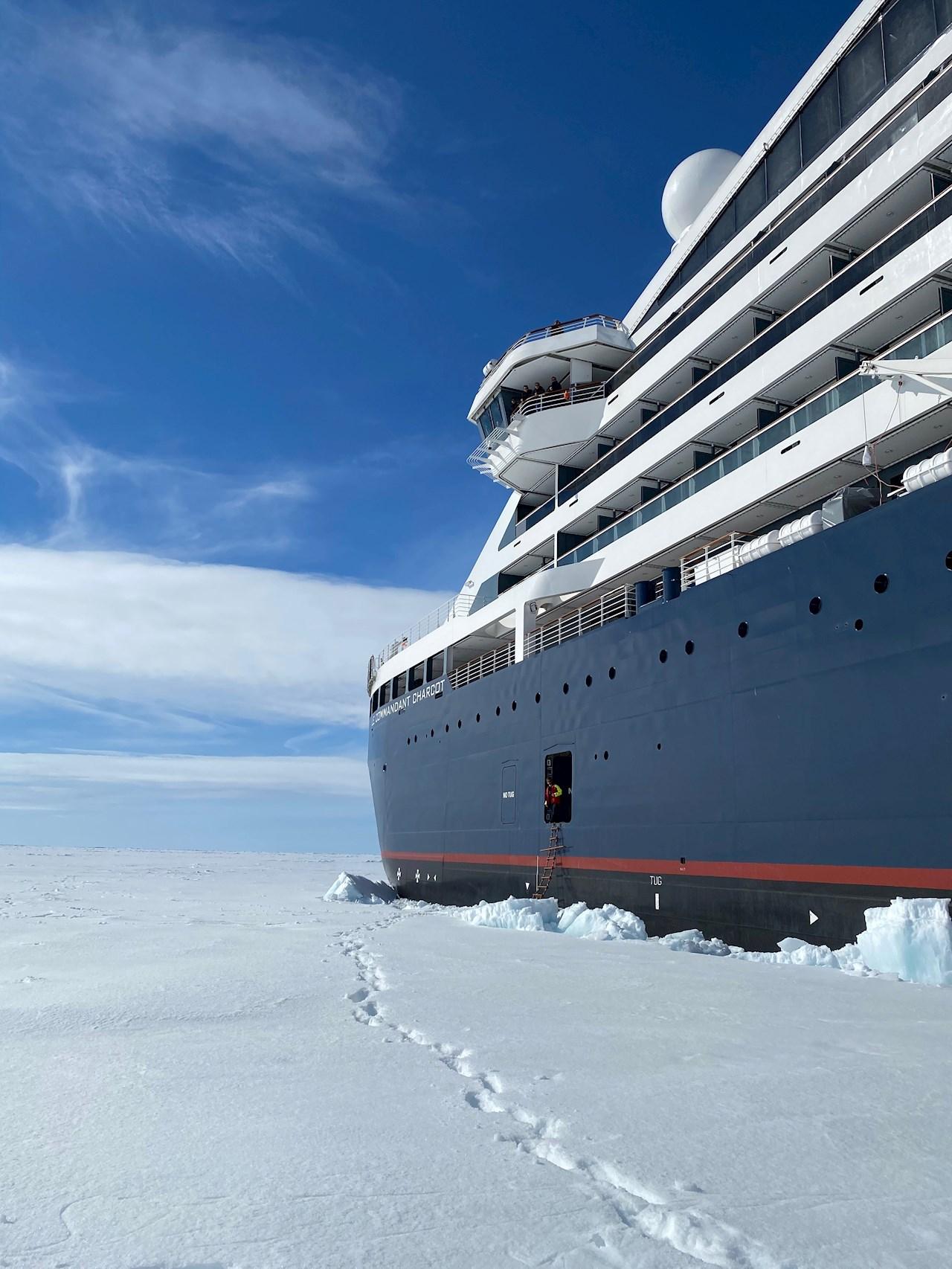 Det högspecifika kryssningsfartyget kommer att dra nytta av fjärrövervakning och diagnostik av utrustning för ökad säkerhet för passagerare och fartyg - tjänster som är särskilt viktiga för fartyg som trafikerar de mest avlägsna delarna av världen (©PONANT-Nicolas Dubreuil).