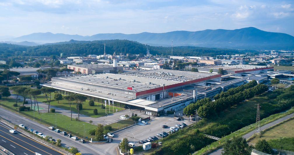 Das Werk von ABB in Frosinone ist eines der Kompetenzzentren von ABB für die Entwicklung und Herstellung von Niederspannungsleistungsschaltern.